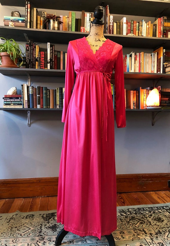 1970's Fuchsia Lace Gilead Peignoir Nightgown Set