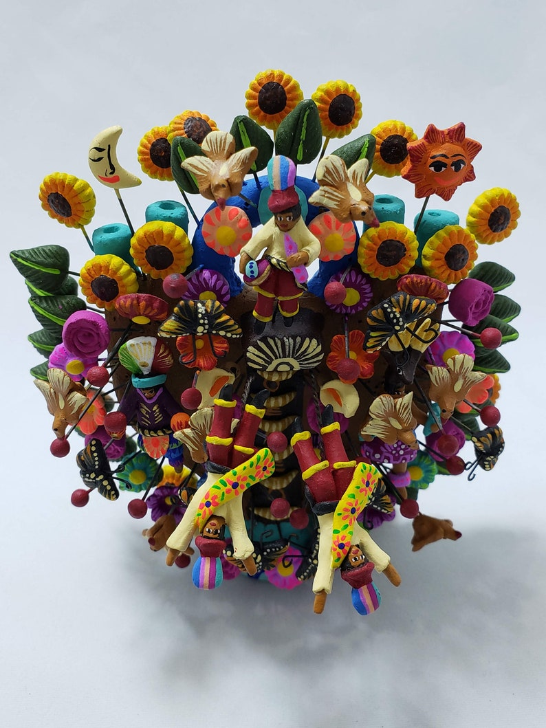 representing the flying Papantla of the state of Veracruz. Tree of life made and hand painted in fine ceramics