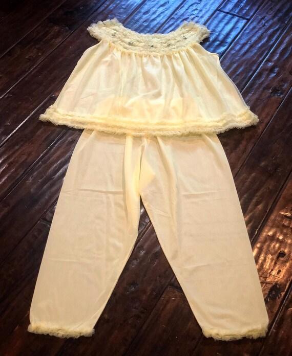 Vintage 1950s Yellow Pajama Set - image 5