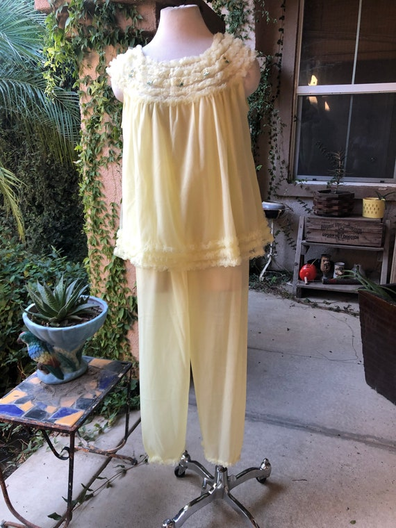 Vintage 1950s Yellow Pajama Set - image 6
