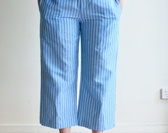 Loose cropped linen pants with elastic band - sky blue