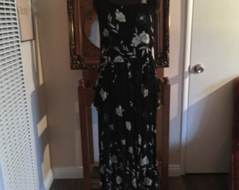 Vintage Crinkled Black Bohemian Maxi  Dress Sleeveless - With Cream and Gold Flowers - Size M