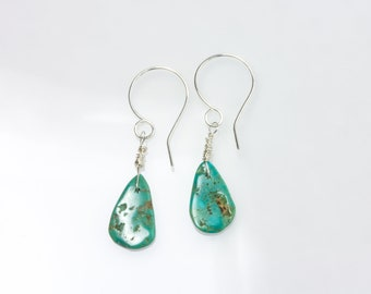 Dainty earrings in silver sterling with genuine green turquoise teardrop. Genuine gemstone turqoise from Campo Frio mine. Made in Norway.