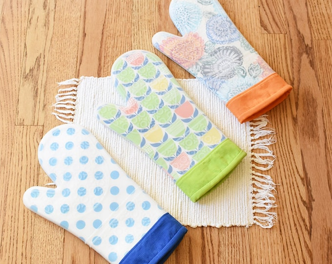 Oven Mitt Kit Hot Stuff Silicone with pattern By Around The Bobbin