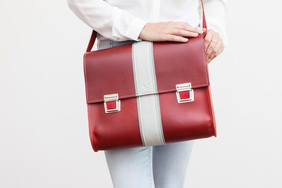 6ec33177def8 Postman bag L from Haeute high quality leather bag red