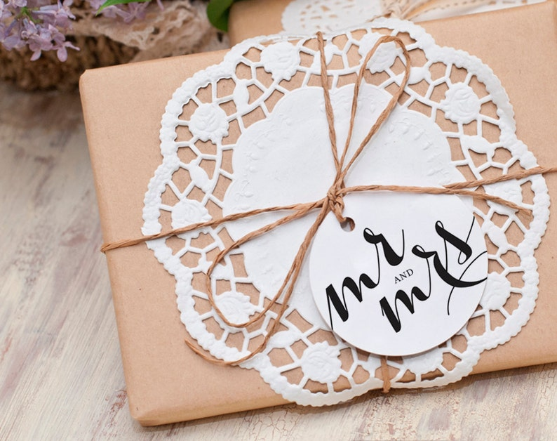 Mr and Mrs Wedding Tag Round Wedding Tag Wedding Tag image 0