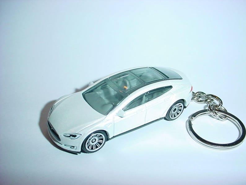 3D Tesla Model S custom keychain by Brian Thornton keyring key chain  finished in artic white trim electric car awd models