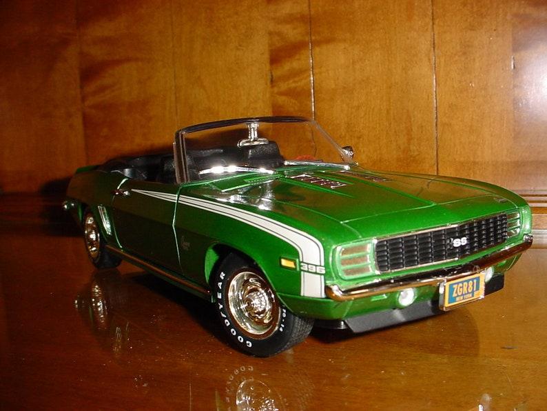 3D 1969 Chevrolet Camaro SS 396 Convertible diecast metal body green/white  opening hood doors American Muscle Ertl 1/18 scale 69 gm