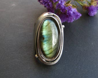 Labradorite ring in the Tiffany technique. Green and blue glow natural stone. Shiny stone ring. Copper and tin jewelry by MoonStoneUniverse