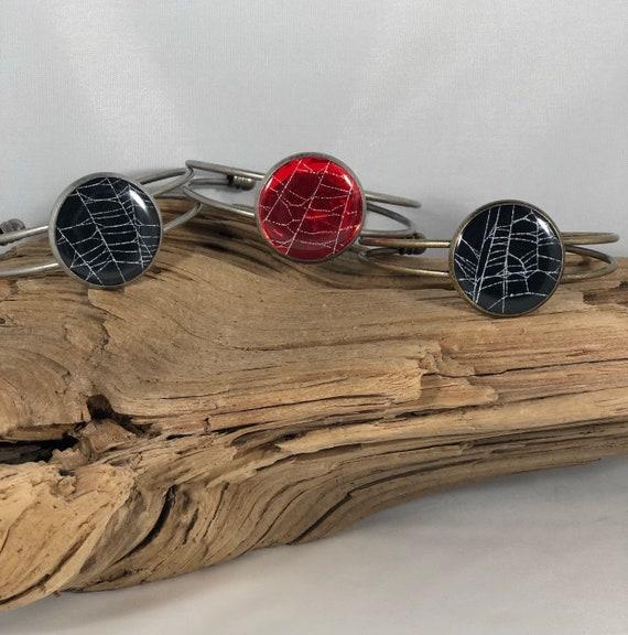 Spider Web Bracelet, Spider Web Art, Nature Bracelet, Unique Bracelet, Spider Web Jewelry, Real Spider Web, Resin Bracelet