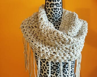 Chunky crochet infinity scarf with fringes