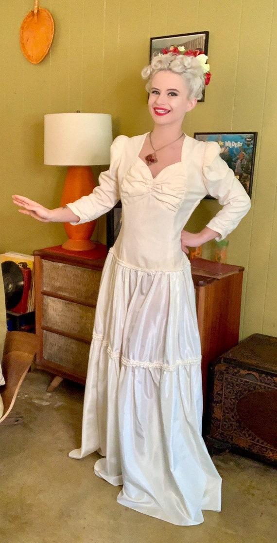 Vintage 1940s Dress • Ivory Velvet & Taffeta Floo… - image 2