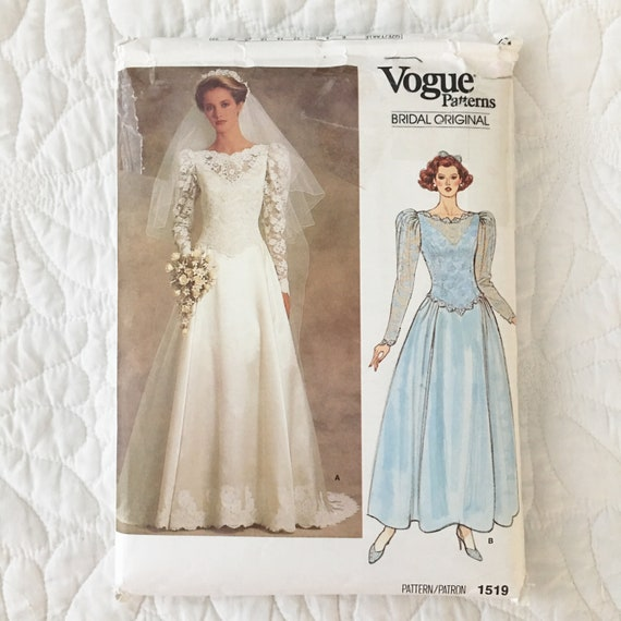Long Sleeve Wedding Dress Pattern With Petticoat Train Traditional Classic Size 12