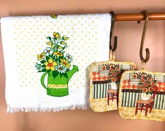 Vintage Apron Waist Half Terry Cloth Towel Green Dots Vegetables w Yellow Pot Holder 1970s Retro Kitchen Decor