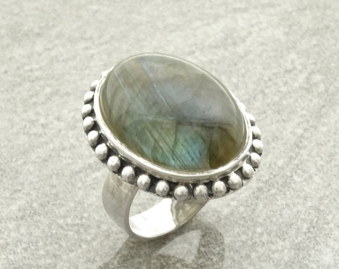 Labradorite Ring, Sterling Silver, NATURAL Oval Green Stone Jewelry, Domed Oval Ring, Vintage Boho Antique Rope Design Gift, Blue Reflection