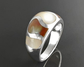 Two Colour of Mop, Silver Ring, 925 Ring, Woman Large Ring, Domed Silver Ring, Mother of Pearl, Beautiful MOP Wave, Bright Shell Ring,