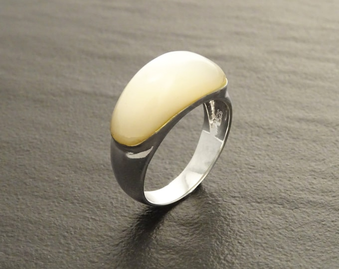 White Stone Ring, Sterling Silver, Mother of Pearl Shell, Domed Stone Ring, Dome Ring, Horizontal Ring, Woman Modern Jewelry