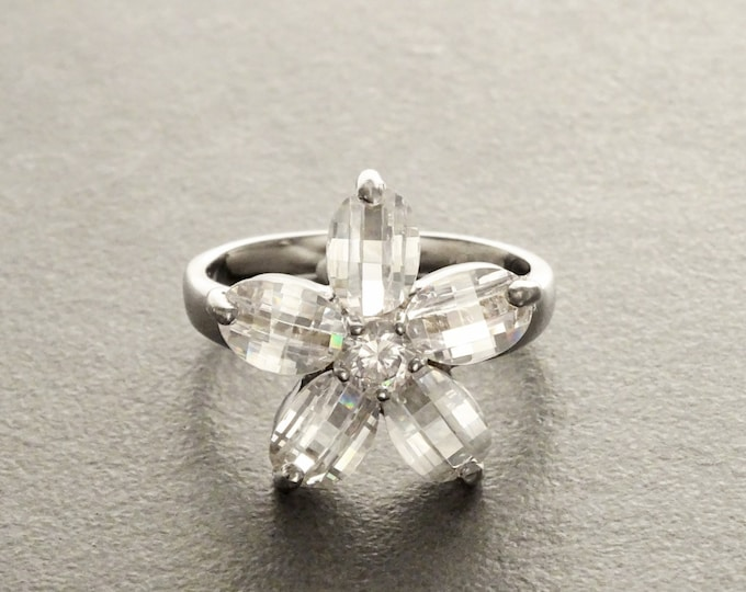 White Flower Ring, Sterling Silver 925, Clear white Stones color faceted Zirconias Cz , Modern Five Petals Stone Flowers Jewelry