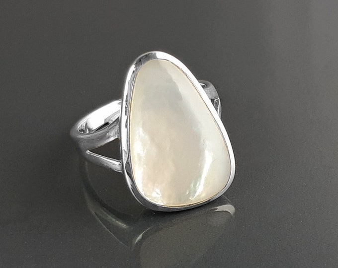 White Delta Ring, Sterling Silver, Mother of Pearl Shell, Modern Minimalist White Stone Ring, Geometric Triangle Designed Ring, Delta Ring