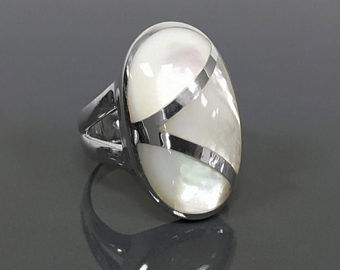 White Oval Ring, Sterling Silver, Genuine Mother of Pearl Shell, Oval Modern Design Ring, Original Geometric Stone Ring