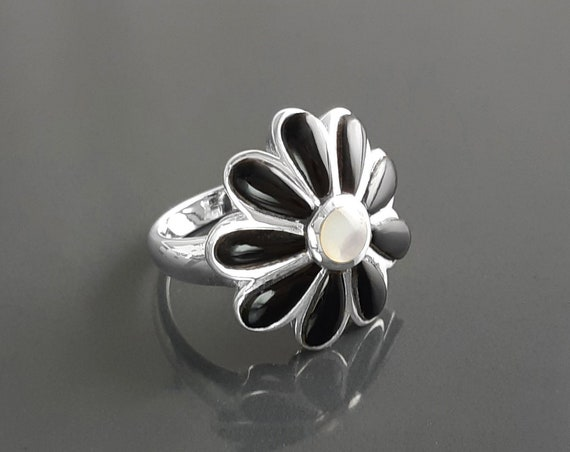 Black Flower Ring, Sterling Silver, White and black Petals, Daisies Band Ring, Daisy Flower Ring, Blossom Floral Ring, Nature Jewelry