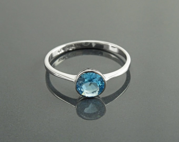 Blue Stone Ring, Sterling Silver, Closed Round Setting Ring, Blue Stone (CZ), Easy to Wear Stones JewelrySolitaire