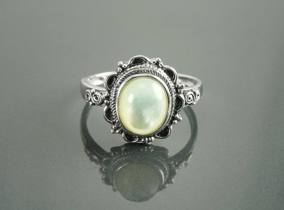 Mother of Pearl Boho Ring, Sterling Silver, Real White MOP Ring, Dainty Stone Ring, Pretty Jewelry, Victorian Antique Ring, Boho Oval Ring