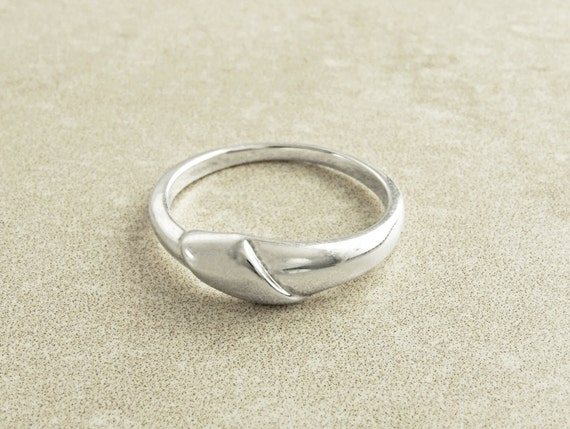 Mobius Folded Ring, Twist Band Ring, Sterling Silver, Wedding Ring, Endless Twist Knot, Thin Promise Ring, wedding band ring, Bended Ring