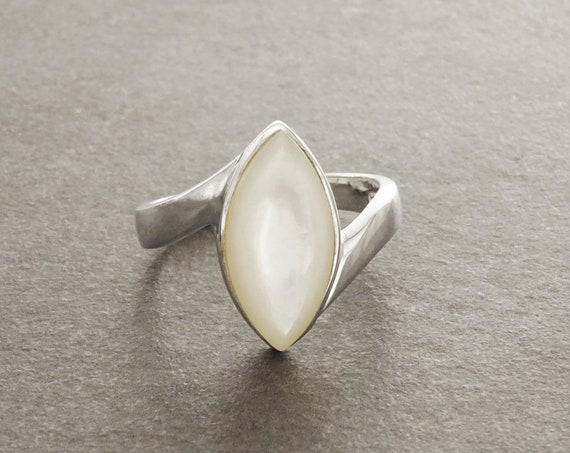 Shell Oval Ring - MOP Ring, Sterling Silver Ring, Genuine Mother of Pearl, white stone,  pearl color, oval stone, Almond shape, Modern Ring