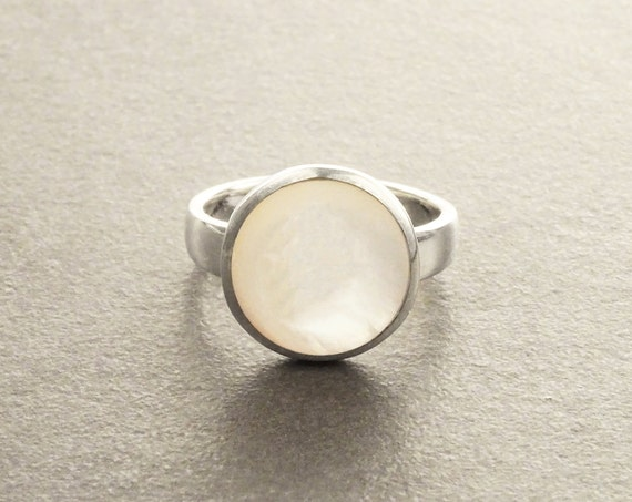 White MOP Ring - Sterling Silver 925 - Mother of Pearl - Boho Ring - white Ring - shell Round - Small Ring - Boho jewelry - Genuine MOP.