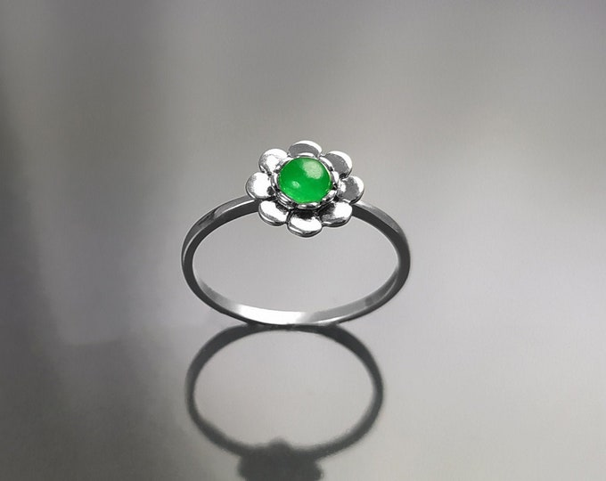 Jade ring, sterling silver, natural green jade stone ring, dainty round flower ring, nature floral ring