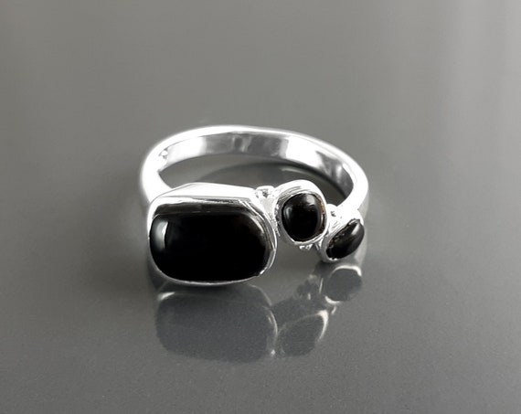 Geometric silver ring, solid sterling with Black Onyx gemstone modern design jewelry dainty stone band everyday jewelry