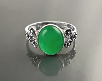 Natural Jade ring, sterling silver, genuine jade oval stone, dainty small  green gemstone jewelry, comfortable vintage style