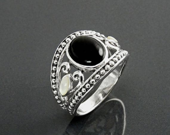 Black Onyx Ring, Sterling Silver, Black Onyx Gemstone & Mother of Pearl, Rope Tribal Ring, Hipster Ring,Round Ring, Boho jewelry, Black Band