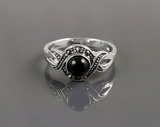 Retro Onyx Ring, Sterling Silver, Waves Infinity Art Deco Marcasites Ring, Round Black Onyx Stone, Antique Retro Inspired Stone Jewelry