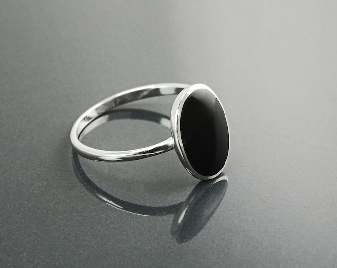 Oval Black Ring, Sterling Silver Ring, Ring with Flat Oval Stone, Genuine Onyx Gemstone, Small Everyday Ring, Modern Ring, Minimalist Ring