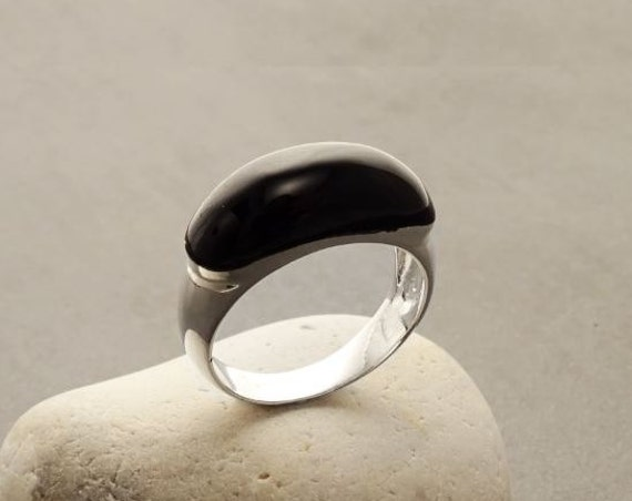 Silver, Onyx, Dome Ring - Sterling Silver- Onyx Cabochon - Black Onyx Ring - Band Ring -Dainty Ring - Everyday Ring - Modern Ring