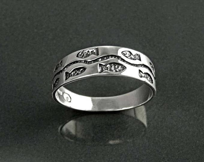 Fish Band Ring, Sterling Silver, Beach Ring, Sea Life Jewelry, Ocean world, Nautical Gift, Fishes, School of Fish, Nature Stacking Ring