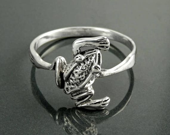 Frog Ring, Sterling Silver, dainty Animal Ring, Nature Garden Jewelry