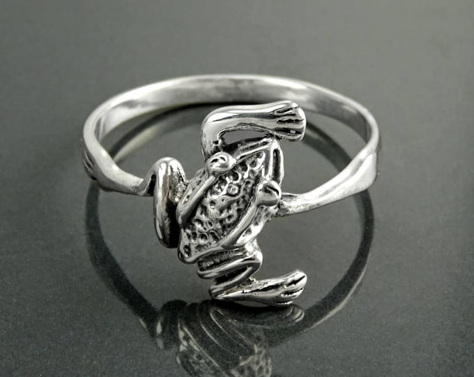 Frog Ring, Sterling Silver, dainty toad Animal Ring, Nature Garden batrachian Jewelry