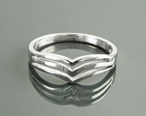 Chevron Ring, Sterling Silver, Triple Chevrons Ring, Spike Ring, Peak Ring, Point Ring, Triangle Ring, Dainty Boho Jewelry, Delta Band Ring