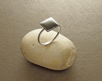Gray Square ring, sterling silver, genuine grey hematite stone, modern minimalist geometric design, dainty ring