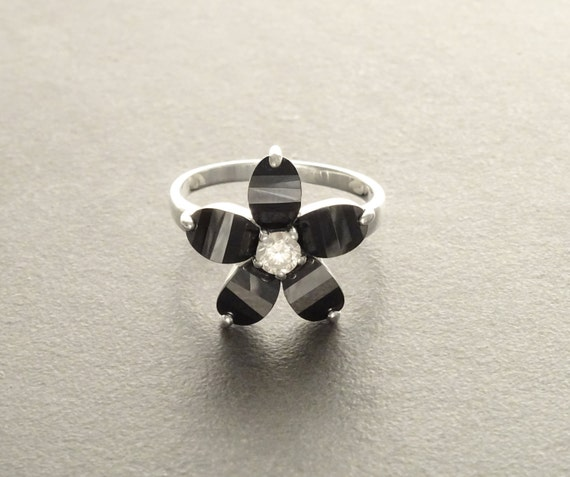 Black Flower Ring - small Flower Ring - Sterling Silver 925 - Flower Pattern -  Zirconias Ring - Fashion Ring -  Bicolor Black and White .