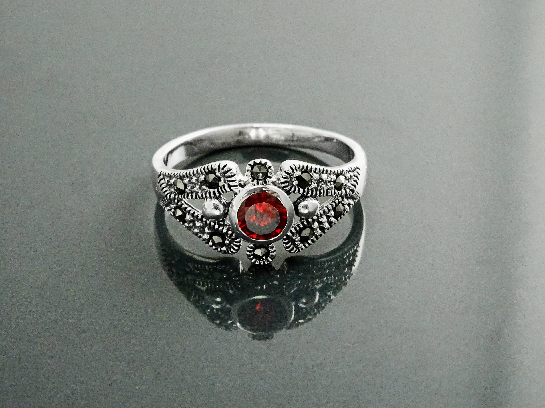garnet marcasite ring sterling silver vintage garnet ring. Black Bedroom Furniture Sets. Home Design Ideas