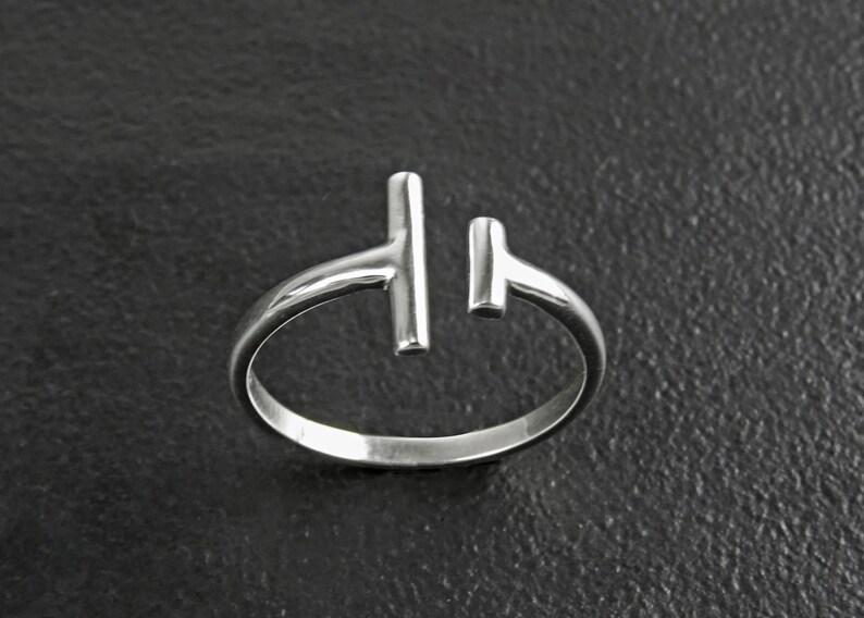 c6312a6923595e Open Bar anello argento 925 doppia barra anello Dainty T | Etsy