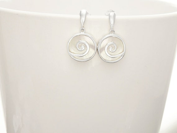 Spiral earrings - Shell Dangle Earrings - Sterling Silver Earrings - 925 - Shell Earrings - Mother of Pearl - Boho Earrings, Boho Jewelry.