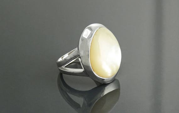 Inlay Disc Ring, Sterling Silver, White MOP, Unique Designer Ring, Original Round Setting Flat Round Stone, Embedded Set, Minimalist Jewelry