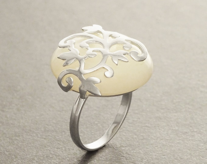 Pearl Silver Ring - Filigree - MOP - Genuine Mother of Pearl - Engagement  Ring - Promise Ring - shabby chic ring - Flower - Spring - Boho