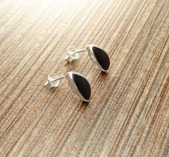 Black Onyx Stud Earrings, Sterling Silver Earrings, onyx Jewelry, Almond Shape, Minimalist Earrings, Black Earrings, Dainty Earrings .