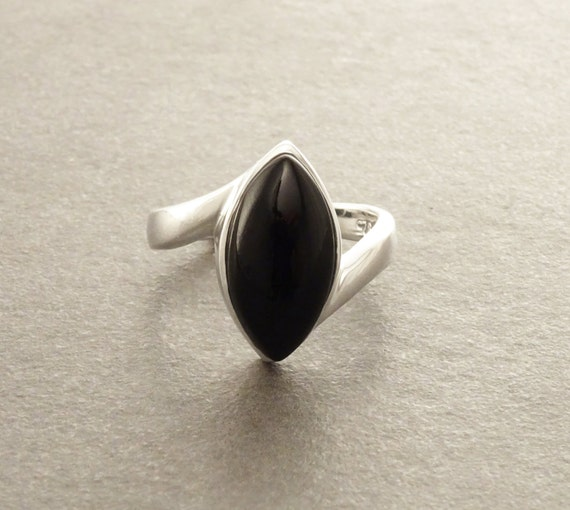 Black Oval Ring - Onyx Ring,  Sterling Silver Ring, Genuine stone, Onyx Gemstone,  Black  color, oval stone, Almond shape, Modern Design